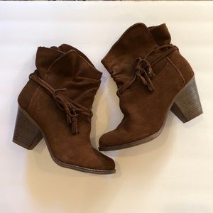 NWT 💼Mia Suede Boots